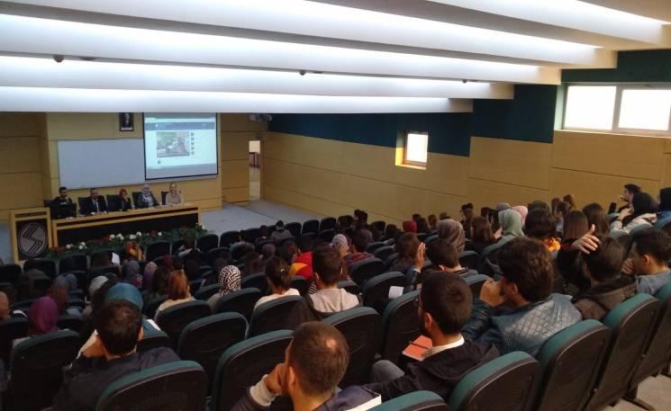 Bölümümüzü yeni kazanan öğrencilere üniversite hayatına girişlerini kolaylaştırmak için oryantasyon toplantısı düzenlenmiştir.