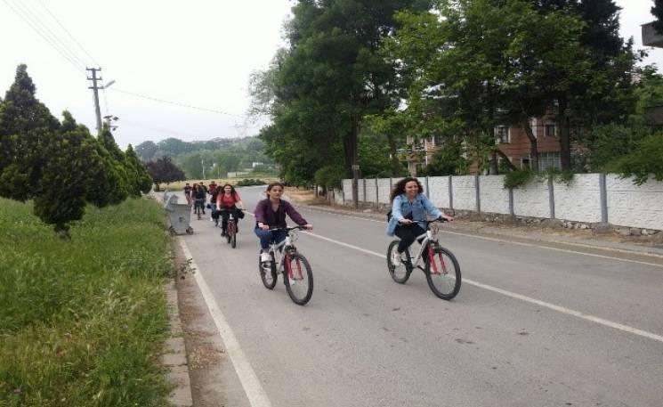 Sakarya/Serdivan Gençlik Merkezinin desteğiyle Sakarya Üniversitesi Sosyal Hizmet Öğrenci Topluluğu 5 Mayıs 2018 tarihinde Serdivan Gölparka Bisiklet turu gerçekleştirdi.